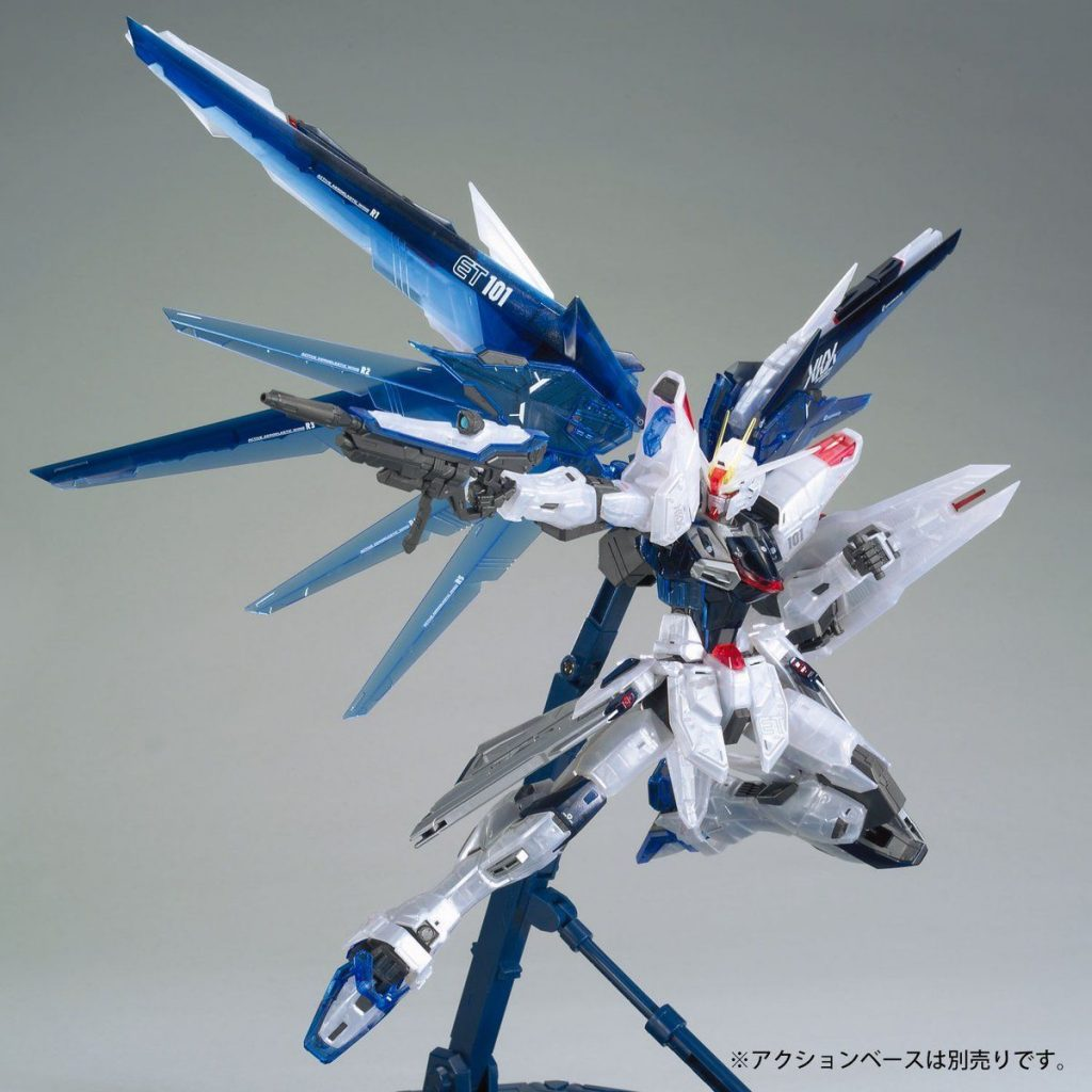 MG Gundam Base Limited Freedom Gundam 2.0 - Clear Color
